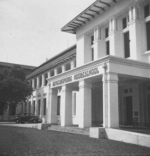 Sekolah-Tinggi-Tabib-Geneeskundiga-Hoge-School-di-Jakarta