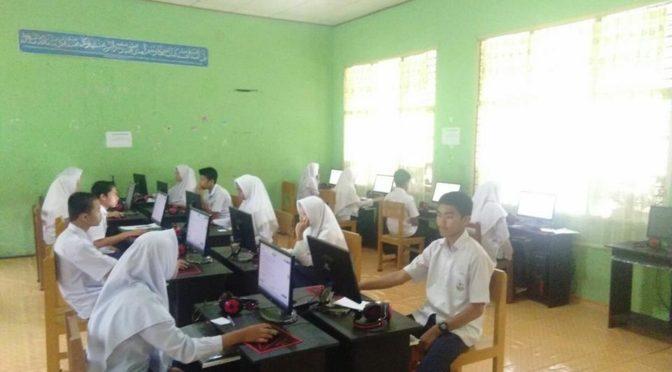 Madrasah Aliyah memulai (tahun pertama) Ujian Nasional Berbasis Komputer di DFA