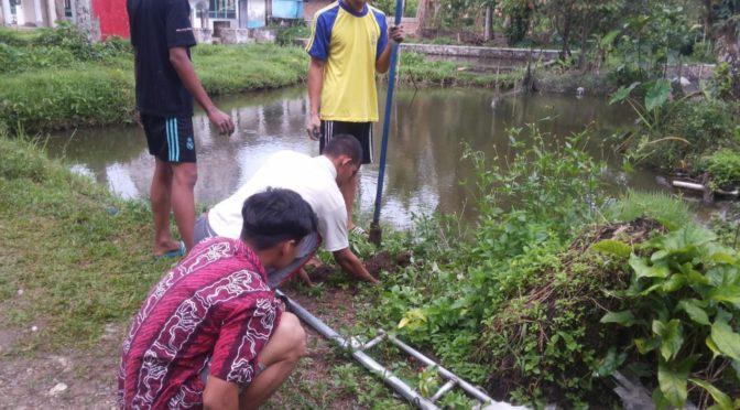 Pemasangan Waqaf Lampu Jalan Asrama Putra ke Masjid