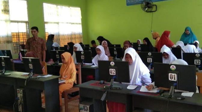 Simulasi UNBK di Perguruan Darul Funun